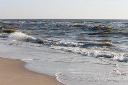 """Wethouder roept mensen op naar het strand te komen: """"In IJmuiden is genoeg ruimte"""""""