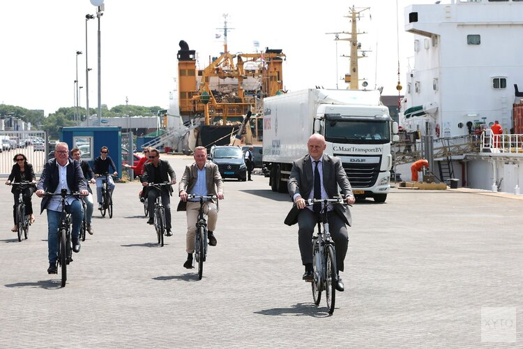 Minister Grapperhaus bezoekt haven IJmuiden