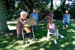 Vrijwilligster in het zonnetje gezet na het bezoeken van 500 jarige ouderen in Santpoort-Noord