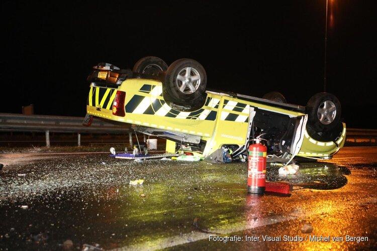 Rijkswaterstaat-voertuig gecrasht op A9, bestuurder gewond