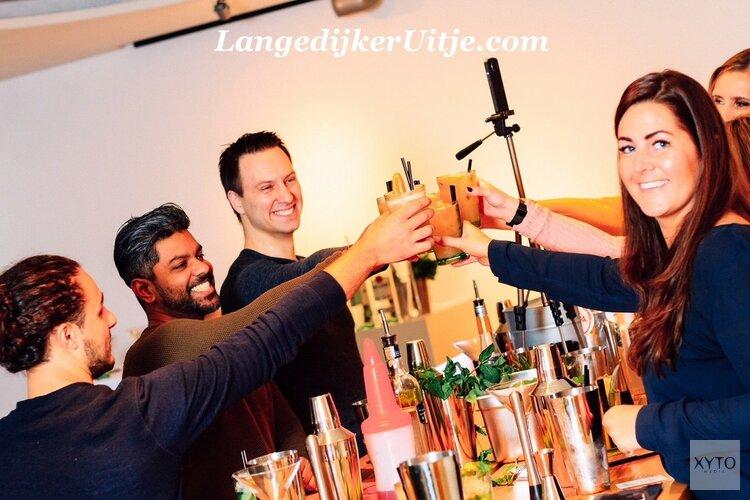 Cocktails shaken bij LangedijkerUitje, de lekkerste en leukste workshops.