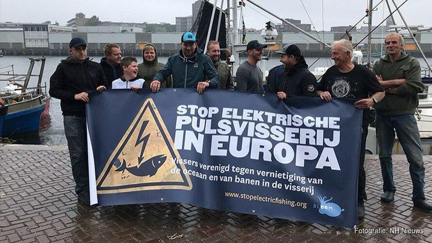 Europees protest tegen pulsvissen in haven IJmuiden