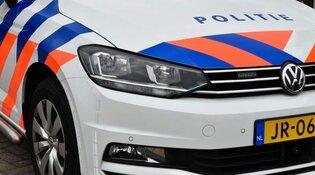 Jongen rijdt in op politie
