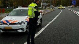 Automobilisten A22 zetten levens hulpverleners op het spel