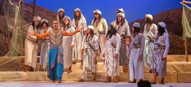 De Parelvissers in Stadsschouwburg Velsen; befaamd Oost-Europees operahuis pakt uit in Bizet's meesterwerk