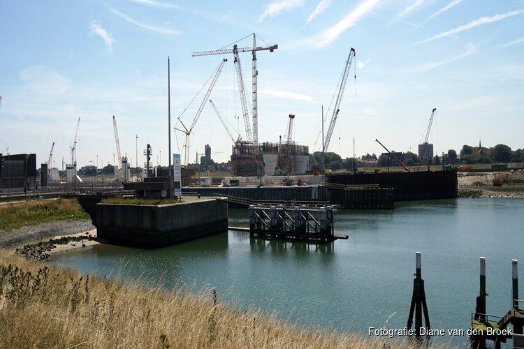 Meer tegenslag bij bouw zeesluis IJmuiden: VolkerWessels zet miljoenen extra apart