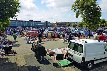Kofferbakmarkt Velserduinplein
