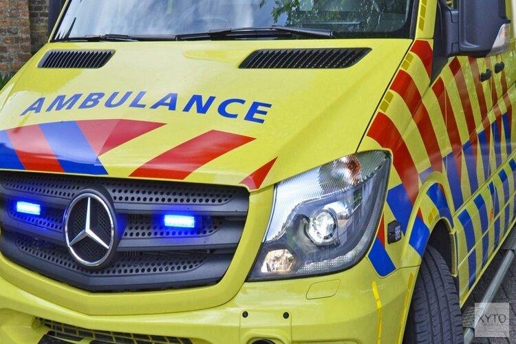 Fietser gewond na botsing met geparkeerde auto