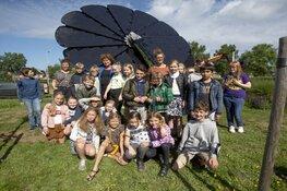 SmartFlower feestelijk geopend door leerlingen van de Bosbeekschool