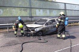 Net APK-gekeurde auto volledig uitgebrand langs A9 bij Velsen-Zuid