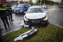 Veel schade bij botsing op de Parkweg in Velsen-Zuid