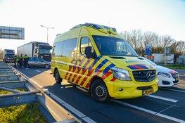 Aanrijding tussen auto en vrachtauto in Velsen-Noord