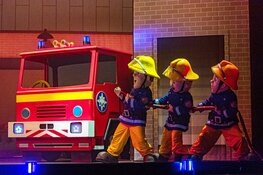 Brandweer IJmuiden aanwezig bij voorstelling Brandweerman Sam