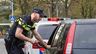 Auto inbeslaggenomen na rijden zonder rijbewijs IJmuiden