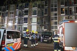 Brandweer redt mensen via balkon bij scooterbrand in IJmuiden